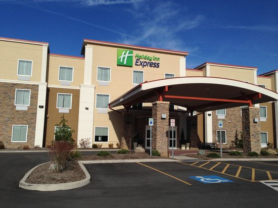 Holiday Inn Express Canandaigua - Finger Lakes: Front of the hotel