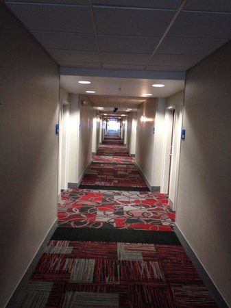 Holiday Inn Express Canandaigua - Finger Lakes: The Hallway