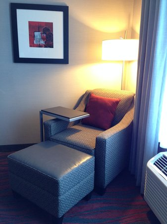 Holiday Inn Express Canandaigua - Finger Lakes : Chair in corner