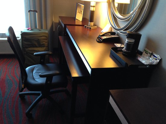 Holiday Inn Express Canandaigua - Finger Lakes: Desk station