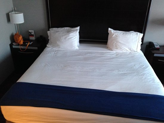 Holiday Inn Express Canandaigua - Finger Lakes: Nice bed
