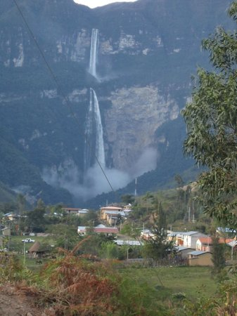 Gocta Andes Lodge : waterfall and town