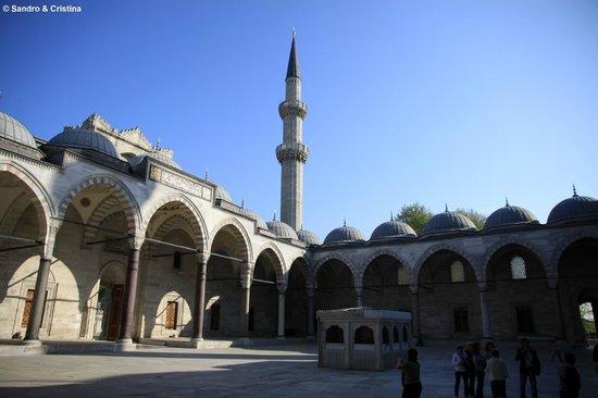 Süleymaniye-Moschee: Istanbul - Il cortile della moschea di Solimano