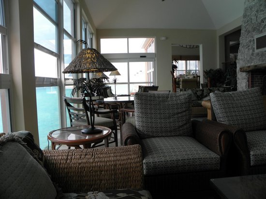 Pompano Beach Club: Comfortable seating areas arround the hotel with stunning views