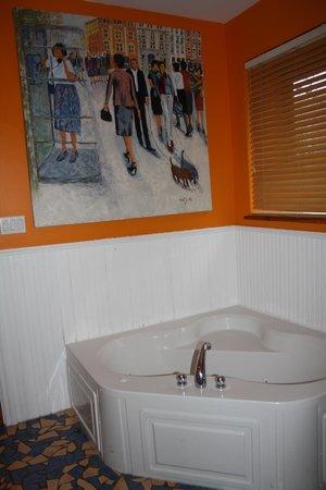 Petite Auberge Les Bons Matins : view of tub