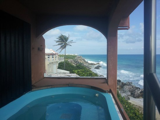 Casa Roca Caribe: View from the upper level hot tub!