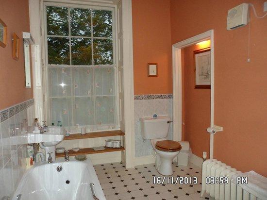 Sloley Hall: Bathroom