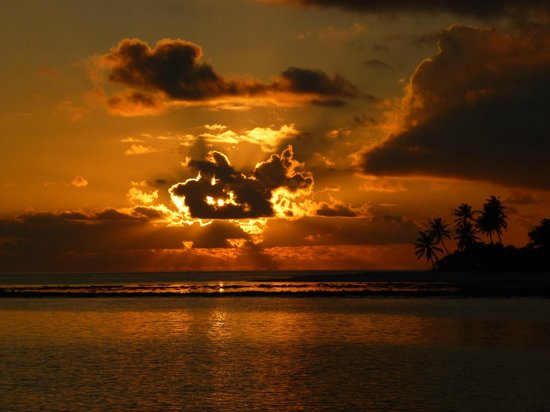 Vilamendhoo Island Resort & Spa : Sunset