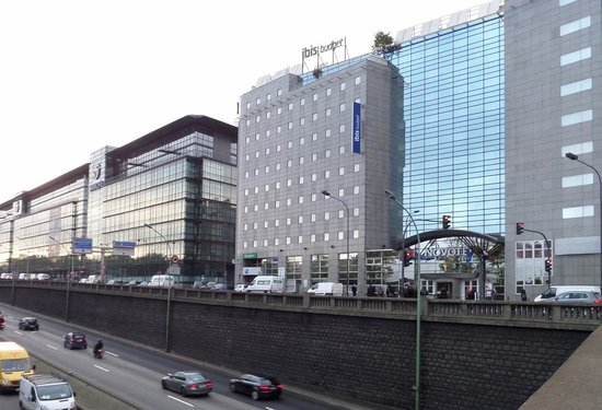 Ibis budget Paris Porte d'Orleans : View of Ibis and adjoining Novotel