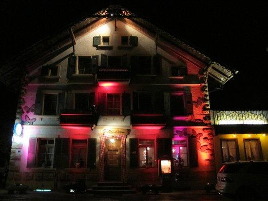 Geltenhorn Gasthof Hotel: Aussenansicht in der Nacht