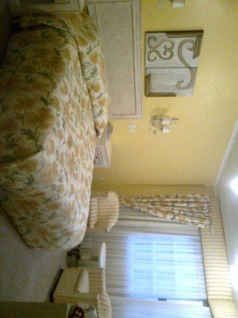 Hotel Pousada La Vie Rose: O quarto amarelinho 1.
