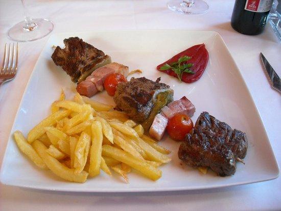 Restaurante Alcaravea: Brocheta de solomillo, rica,rica