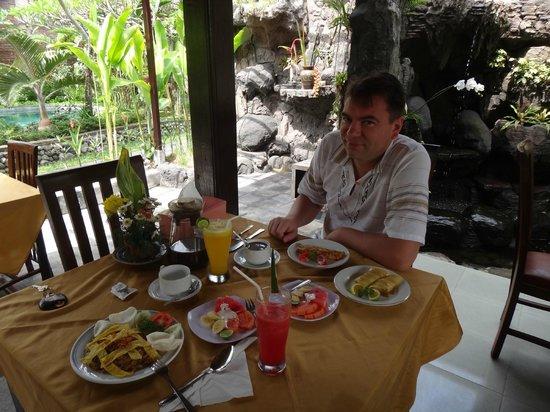 Tunjung Mas Bungalows and Resort: Сытный завтрак