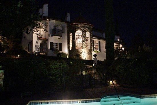 Chateau du Sureau: Night