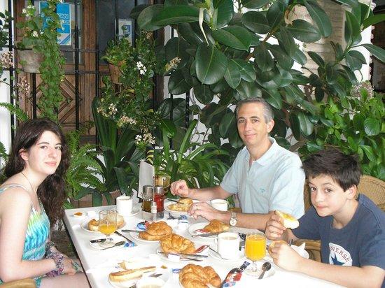 Hotel Los Patios: Desayuno en Los Patios