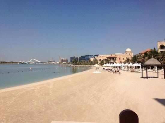 Shangri-La Hotel, Qaryat Al Beri, Abu Dhabi : Fairmont private beach