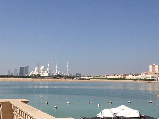 Shangri-La Hotel, Qaryat Al Beri, Abu Dhabi : The grand mosque in the distance!! Amazing