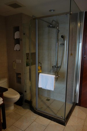Richful Green Hotel : bathroom
