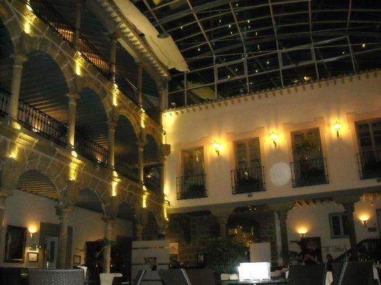 Palacio de Los Velada: Patio