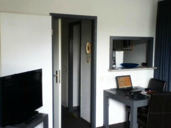 Aparthotel Wellington : Free WiFi + TV