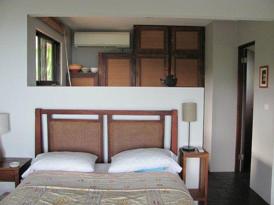 Casa Frangipani : dormitorio y cocina