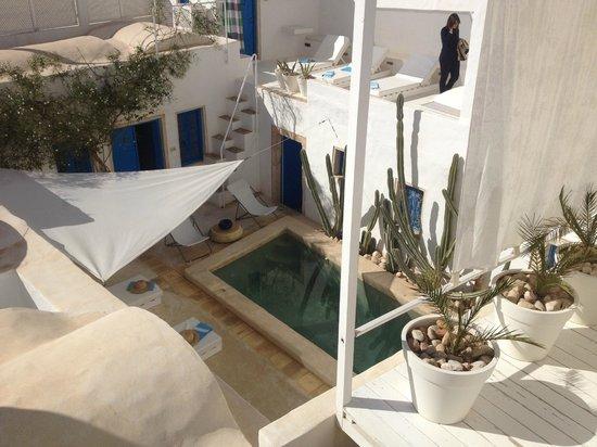 Dar Bibine : panorama camera prima piano