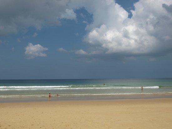 Woraburi Phuket Resort & Spa: Пляж Карон