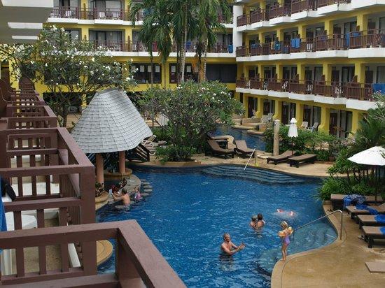 Woraburi Phuket Resort & Spa: Вид на бассейн