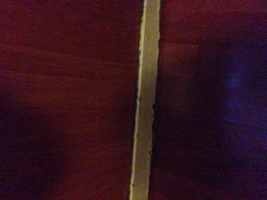 Hotel Continental : Mouldy skirting boards