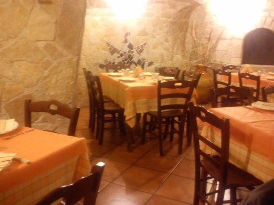 Ceglie Messapica, Italy: sala