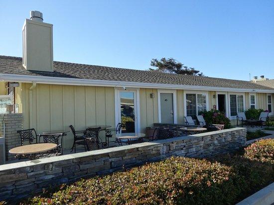 Fireside Inn on Moonstone Beach: Une vue de l'extérieur de l'hôtel