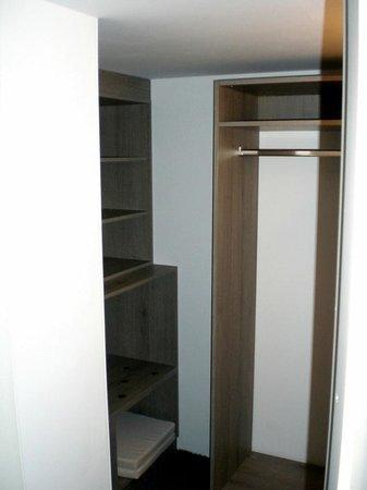 Moselschloesschen: Walk-in closet