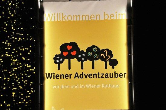 Rathausplatz: Adventzauber? Eher Jahrmarkt!