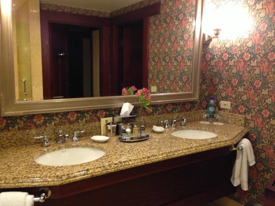 The Lodge at Torrey Pines : Twin sinks makes for happy old married couple =)