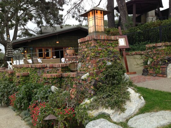 The Lodge at Torrey Pines: Lovely Craftsman design throughout the property