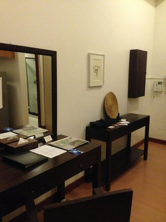 The Malayan Plaza Hotel: Room entrance with large side tables.