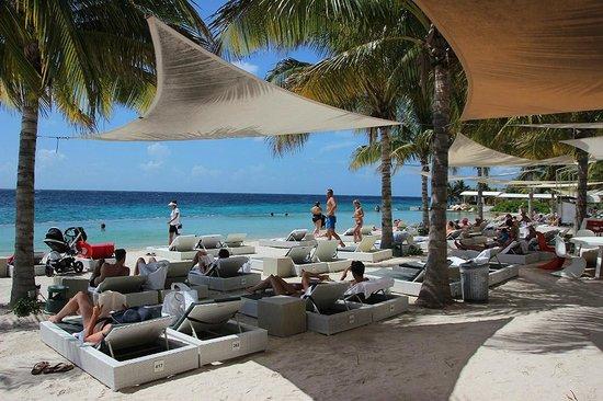 Papagayo Beach Hotel: Relaxing at Papagayo Beach Club