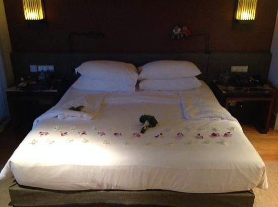 Amatara Wellness Resort: room service decorated the bed