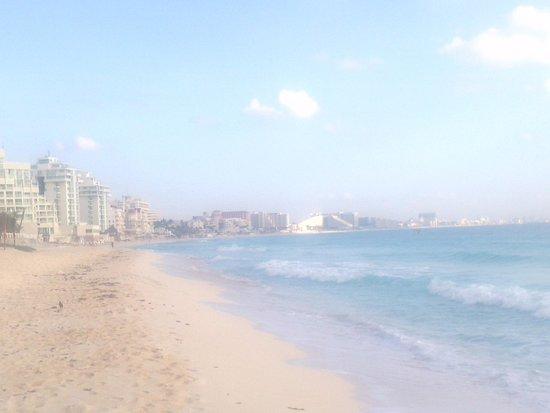 Club Regina Cancun : Praia em frente o resort