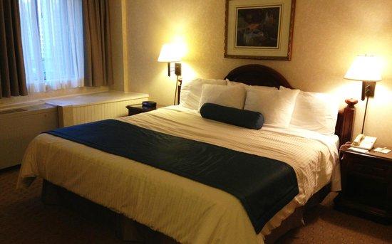 Best Western Ville-Marie Montreal Hotel & Suites: Chambre de nuit