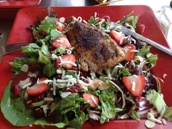 Pier 19: Summer salad with blackened mahi mahi