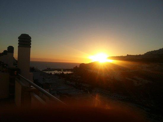 Cabau Cala Nova : Bilde av solnedgang tatt fra verandaen