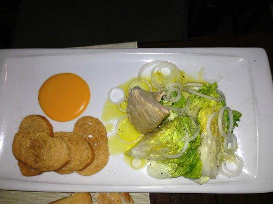 Tribeca Playa: Ensalada salada de 20 euros.