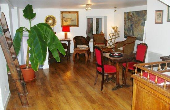 Hotel Le Saint Amant : Le salon (lectures, tv, jeux,...)