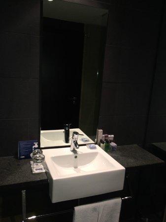 H10 Casanova : Einwandfreies, modernes, sauberes Bad