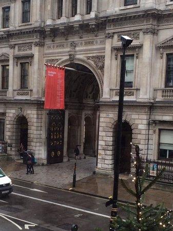Royal Academy of Arts: Facciata Anteriore