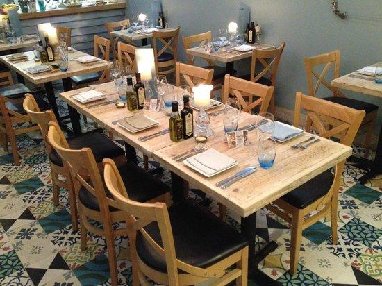Tanroagan Seafood Restaurant: reclaimed wood tables