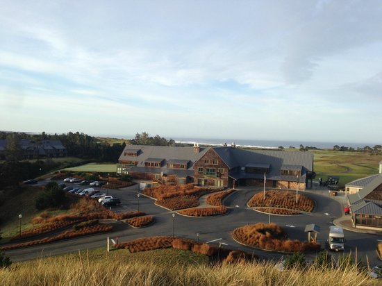 Bandon Dunes Golf Resort : Outside of the Lodge from on the hill