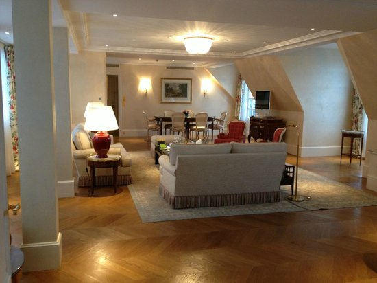 Le Bristol Paris: salon de la suite honey moon