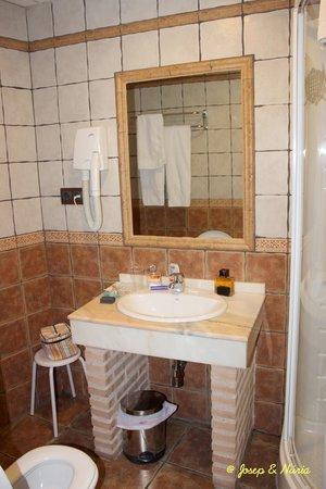 Hotel Medina de Toledo : Baño de la habitación 301